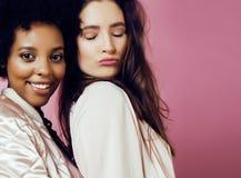 Meninas diferentes da nação com o diversuty na pele, cabelo Asiático, varredura Fotografia de Stock