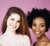 Meninas diferentes da nação com o diversuty na pele, cabelo escandinavo Fotografia de Stock Royalty Free