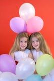 Meninas do aniversário com um grupo de Foto de Stock