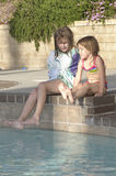 Meninas do Poolside Foto de Stock Royalty Free