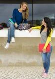 Meninas 2 do sénior de High School fotografia de stock royalty free