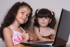 Meninas e computador Imagens de Stock Royalty Free