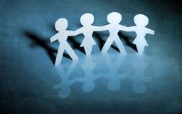 Meninas e meninos chain de papel Imagem de Stock