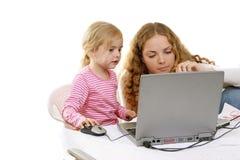 Meninas e PC Imagens de Stock