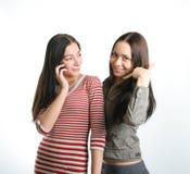 Meninas e telefones Fotos de Stock Royalty Free