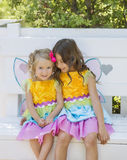 Meninas em trajes de harmonização, Dia das Bruxas Imagem de Stock Royalty Free