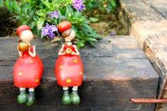 2 meninas em um ramo Fotografia de Stock