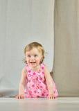 Meninas felizes no fundo brilhante Fotos de Stock Royalty Free