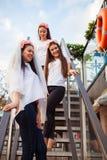 Meninas felizes que comemoram um partido da solteira da noiva fotos de stock royalty free