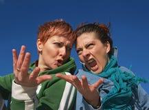 Meninas irritadas que têm a discussão Fotografia de Stock Royalty Free
