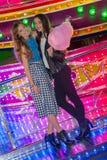 Meninas na feira com floss dos doces Imagens de Stock
