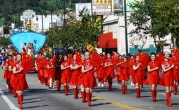 Meninas na harmonização vermelha com os ventiladores chineses Fotografia de Stock