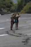 Meninas na praia Fotos de Stock