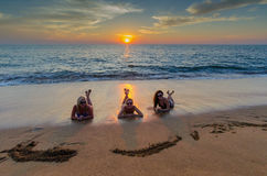 Meninas na praia Imagem de Stock Royalty Free