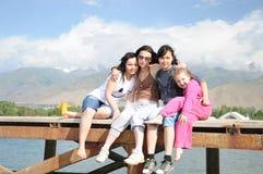 Meninas no cais Fotos de Stock Royalty Free