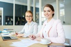 Meninas no escritório foto de stock royalty free