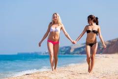 Meninas no mar Imagem de Stock