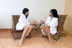 Meninas nos termas Fotos de Stock Royalty Free