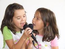Meninas que cantam Imagem de Stock Royalty Free