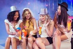 Meninas que comemoram o partido da solteira fotografia de stock royalty free
