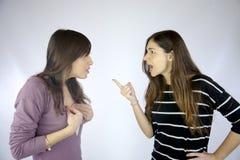 Meninas que discutem fortemente muito irritado Imagens de Stock