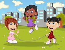 Meninas que jogam a corda de salto nos desenhos animados do parque Imagem de Stock
