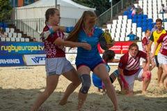 Meninas que jogam o rugby Imagem de Stock