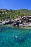 Meninas que nadam no mar Fotos de Stock Royalty Free