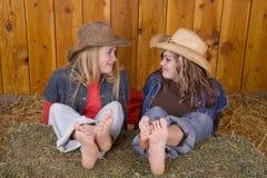 Meninas que olham se que sorri Foto de Stock