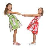 Meninas que prendem as mãos Fotos de Stock