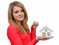 Meninas que realizam na casa das mãos Foto de Stock