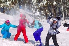 Meninas que têm a luta do snowball imagens de stock royalty free