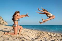 Meninas que têm o divertimento Foto de Stock Royalty Free