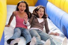 Meninas que têm o divertimento Fotos de Stock Royalty Free