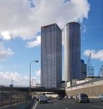 Mening aan Azriely-Torens - symbool van Nieuw Tel Aviv van Ayalon hig stock afbeelding