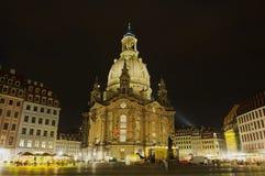 Mening aan de beroemde Frauenkirche-kathedraal bij nacht in Dresden, Duitsland royalty-vrije stock afbeeldingen