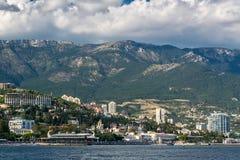 Mening aan de dijk van Yalta van het overzees Stock Afbeelding