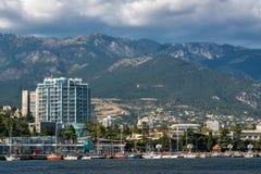 Mening aan de dijk van Yalta van het overzees Stock Fotografie