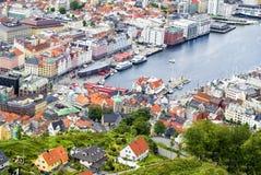 Mening aan de gebouwen van Bergen van Floyen-heuvel in Bergen, Noorwegen Royalty-vrije Stock Afbeeldingen