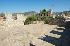 Mening aan de muren en de toren van het Marmaris-kasteel in Marmaris, Turkije Royalty-vrije Stock Foto