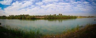 Mening aan de rivier van Eufraat van vroeger Saddam Hussein-paleis, Hillah, Babyl, Irak stock foto
