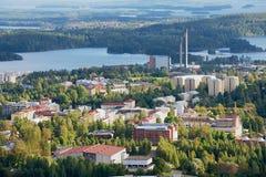 Mening aan de stad van de Puijo-toren in Kuopio, Finland royalty-vrije stock foto