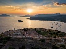 Mening aan de Tempel van Poseidon en de baai van Sounio dicht bij Athene royalty-vrije stock afbeelding