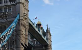 Mening aan de voetgangen van de Torenbrug Royalty-vrije Stock Afbeeldingen