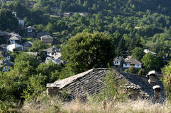 Mening aan een oud dorp Stock Fotografie