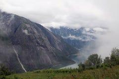 Mening aan Eidfjord van Kjeansen-landbouwbedrijf, Noorwegen Royalty-vrije Stock Afbeeldingen