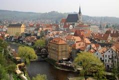Mening aan historische stad Cesky Krumlov op de rivier Vltava Stock Afbeeldingen