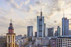 Mening aan horizon van Frankfurt Stock Fotografie