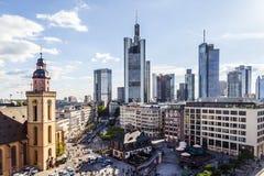 Mening aan horizon van Frankfurt Stock Foto
