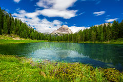 Mening aan Lago Antorno en Tre Cime di Lavaredo in Dolomiet, Stock Foto
